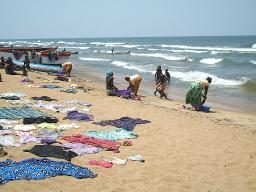 Washing and drying clothes at Lake Malawi Displays a larger version of this image in a new browser window